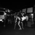 Candice Accola (The Vampire Diaries) et Joe King du groupe The Fray réalisant un de leurs fameux ''dips'' après un concert, photo Instagram, 2015. Le couple a annoncé le 31 août 2015 attendre son premier enfant.