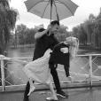 Candice Accola (The Vampire Diaries) et Joe King du groupe The Fray réalisant un de leurs fameux ''dips'', photo Instagram, 2015. Le couple a annoncé le 31 août 2015 attendre son premier enfant.