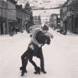 Candice Accola (The Vampire Diaries) et Joe King du groupe The Fray réalisant un de leurs fameux ''dips'' à Georgetown, photo Instagram, 2015. Le couple a annoncé le 31 août 2015 attendre son premier enfant.