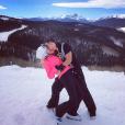 Candice Accola (The Vampire Diaries) et Joe King du groupe The Fray réalisant un de leurs fameux ''dips'' à la montagne, photo Instagram, 2015. Le couple a annoncé le 31 août 2015 attendre son premier enfant.