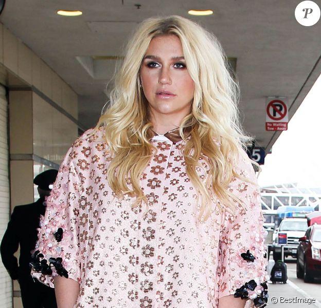 Kesha arrive à l'aéroport de LAX à Los Angeles pour prendre l'avion, le 10 janvier 2016
