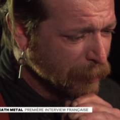 """Jesse Hughes, leader du groupe Eagles of Death Metal accorde une interview à Maïtena Biraben. """"Le Grand Journal"""" de Canal+, le 15 février 2016."""
