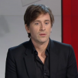 Le chanteur Thomas Dutronc fait des confidences sur l'état de santé de sa mère, Françoise Hardy. Radio Télévision Suisse. Février 2016.