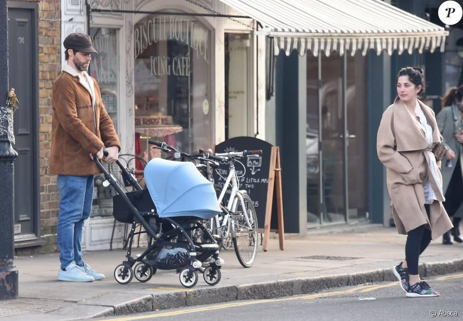 Howard Donald accompagné de sa femme Katit Halil et de leur fils Bowie Taylan Donald va déjeuner dans un restaurant de l'ouest de Londres, le 22 février 2016.