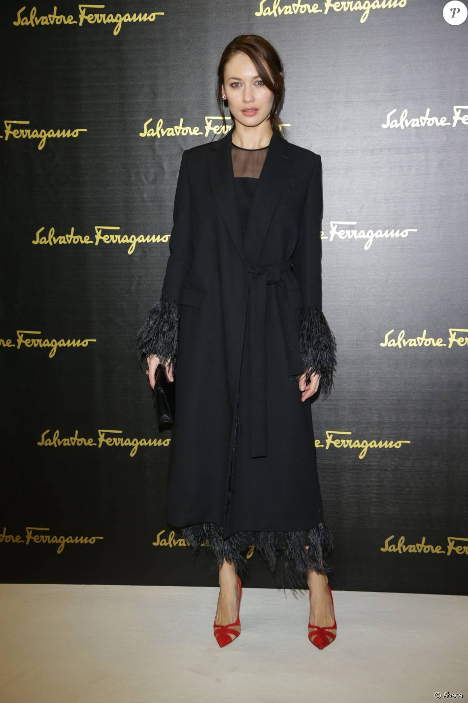 olga kurylenko d fil salvatore ferragamo collection automne hiver 2016 2017 milan le 28. Black Bedroom Furniture Sets. Home Design Ideas