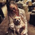 Chrissy Teigen a publié une photo d'elle et son chien lors de sa baby shower sur sa page Instagram, le 6 mars 2016.