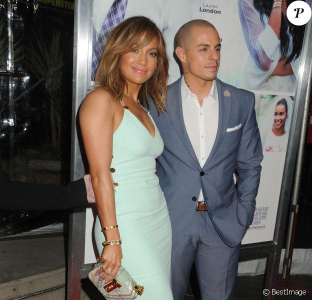 Jennifer Lopez et son compagnon Casper Smart à la première de 'The Perfect Match' au théâtre Arclight à Hollywood, le 7 mars 2016 © Byron Purvis/Bestimage