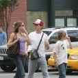 Robert Downey Jr avec son ex-femme Deborah Falconer et leur fils Indio à Soho, New York, le 18 juin 2005.