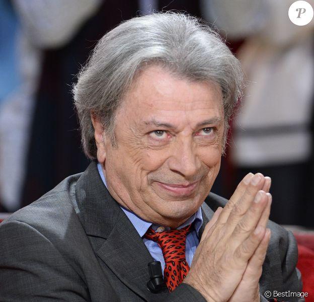 """Hervé Vilard - Enregistrement de l'émission """"Vivement Dimanche"""" à Paris le 2 Décembre 2015 .© Coadic Guirec / Bestimage"""