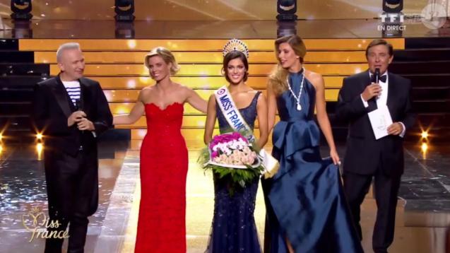 La Miss Nord-pas-de-Calais, Iris Mittenaere, est élue Miss France 2016, lors de l'élection Miss France 2016 le samedi 19 décembre 2015 sur TF1