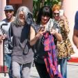 Exclusif - Qui sont ces trois superstars déguisées sous le soleil de Los Angeles ? Le 19 mars 2016.