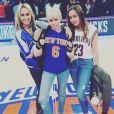 Tish, Miley et Brandi Cyrus au Madison Square Garden. New York, le 26 mars 2016.