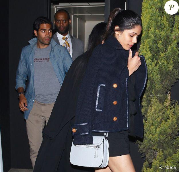 Freida Pinto et son petit ami Ronnie Bacardi quittent The Nice Guy à Los Angeles. Le 25 mars 2016.