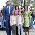 La reine Letizia et le roi Felipe VI d'Espagne ont assisté le 27 mars 2016 en compagnie de leurs filles Leonor, princesse des Asturies, et l'infante Sofia ainsi que la reine Sofia d'Espagne à la messe de Pâques en la cathédrale de Palma de Majorque.
