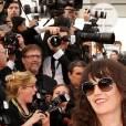 """Le chanteur Christophe et sa compagne Audrey pendant la Montée des marches du film """"La Tête Haute"""" pour l'ouverture du 68 ème Festival du film de Cannes à Cannes le 13 mai 2015"""