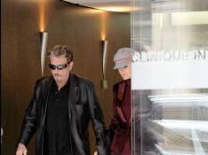 REPORTAGE PHOTOS EXCLUSIVES  : Johnny Hallyday est sorti de la clinique ce matin, en forme !