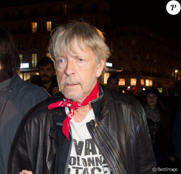 Renaud à un rassemblement en hommage aux victimes des attentats de Charlie Hebdo sur la place de la République à Paris, le 7 janvier 2016. © Lionel Urman/Bestimage