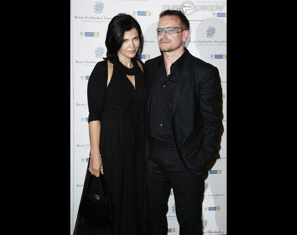bono et sa femme ali hewson. Black Bedroom Furniture Sets. Home Design Ideas