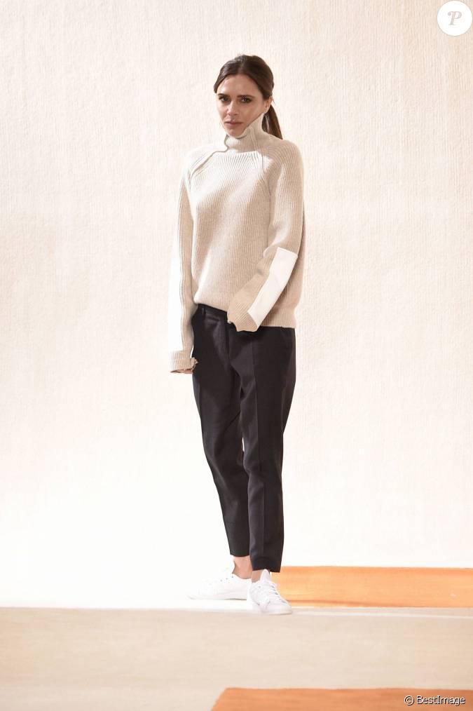d fil de mode victoria beckham lors de la fashion week de new york le 14 f vrier 2016. Black Bedroom Furniture Sets. Home Design Ideas