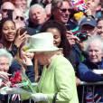 Elizabeth II reçoit les voeux et les félicitations du public pour son 90e anniversaire le 21 avril 2016 à Windsor.