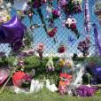 Hommage des fans devant la résidence Paisley Park, à Chanhassen, dans le Minnesota, le 22 avril 2016