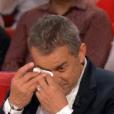 """Christophe Dechavanne pleure dans """"Vivement dimanche"""", sur France 2, le 24 avril 2016."""