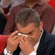 """L'animateur Christophe Dechavanne en larmes dans """"Vivement dimanche"""", sur France 2, le 24 avril 2016."""