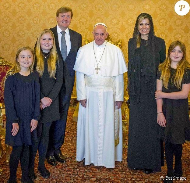 Le roi Willem-Alexander et la reine Maxima des Pays-Bas ont été reçus au Vatican par le pape François le 26 avril 2016 avec leurs filles la princesse héritière Catharina-Amalia, la princesse Alexia et la princesse Ariane.