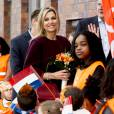 """Le roi Willem-Alexander et la reine Maxima des Pays-Bas lors de l'inauguration des """"King Games"""" à Amsterdam. Le 22 avril 2016  22-4-2016 - AMSTERDAM - King Willem-Alexander and Queen Maxima attend Friday April 22 at a portion of the King Games in Amsterdam. The day begins with a festive breakfast, then we dance by the students and sports. In Amsterdam, more than 28,500 students from 133 schools participated in the King Games. They are accompanied by around 2,800 teachers. breakfast at the King Games and sports students at various locations in Amsterdam. This year will open the royal couple King Games on primary Drost Burg.22/04/2016 - Amsterdam"""