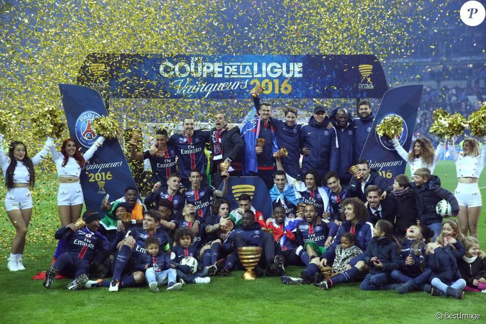 Le psg victorieux au stade de france face au losc en finale de la coupe de la ligue paris le - Stade de france coupe de la ligue ...