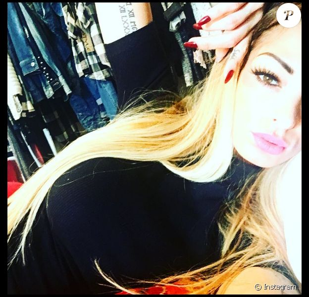 Emilie Nef Naf, toujours sexy, sur Instagram