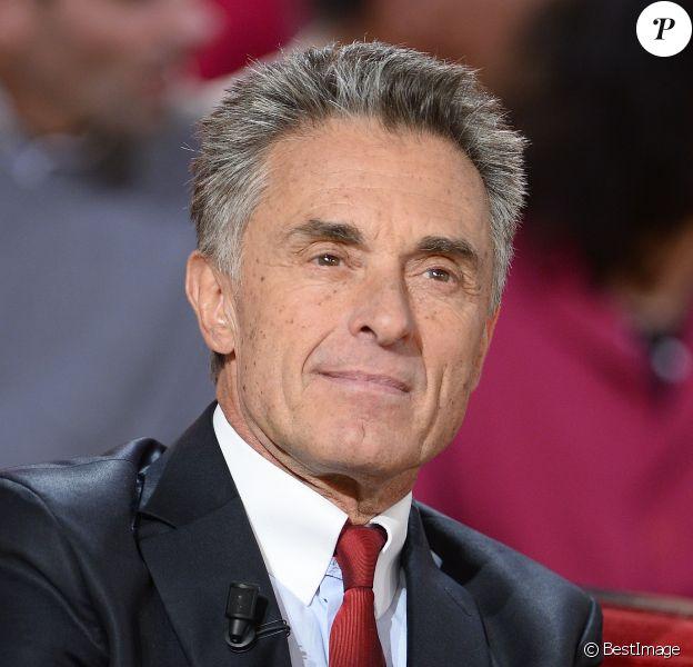 Gérard Holtz, dans l'émission Vivement Dimanche à Paris le 4 novembre 2015. ©Coadic Guirec
