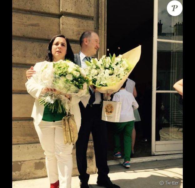 Emmanuelle Cosse et Denis Baupin lors de leur mariage en juin 2015. Photo postée sur Twitter par la sénatrice Esther Benbassa.