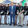 Le prince Harry - Cérémonie d'ouverture des Invictus Games à Orlando. Le 8 mai 2016  Prince Harry poses with the US Marine Corps Silent Drill Platoon ahead of the Opening Ceremony of the Invictus Games Orlando 2016 at ESPN Wide World of Sports in Orlando, Florida.08/05/2016 - Orlando