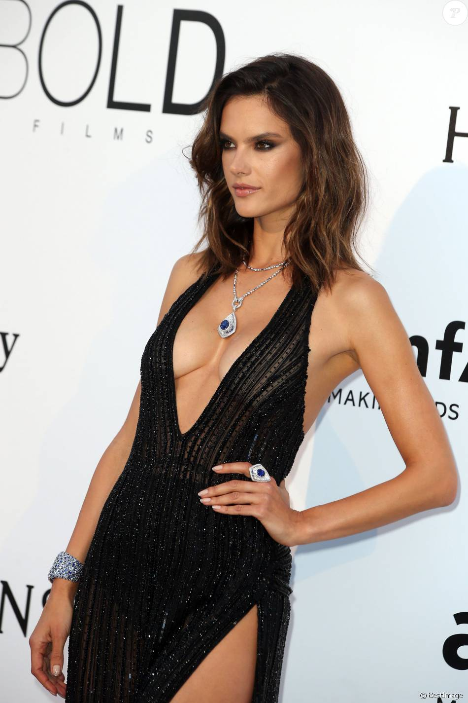 "Alessandra Ambrosio - Photocall de la soirée ""23th edition of AmfAR's Cinema Against AIDS"" Gala à l'hôtel de l'Eden Roc au Cap d'Antibes, le 19 mai 2016, lors du 69 ème Festival International du Film de Cannes. © Dominique Jacovides/Bestimage"