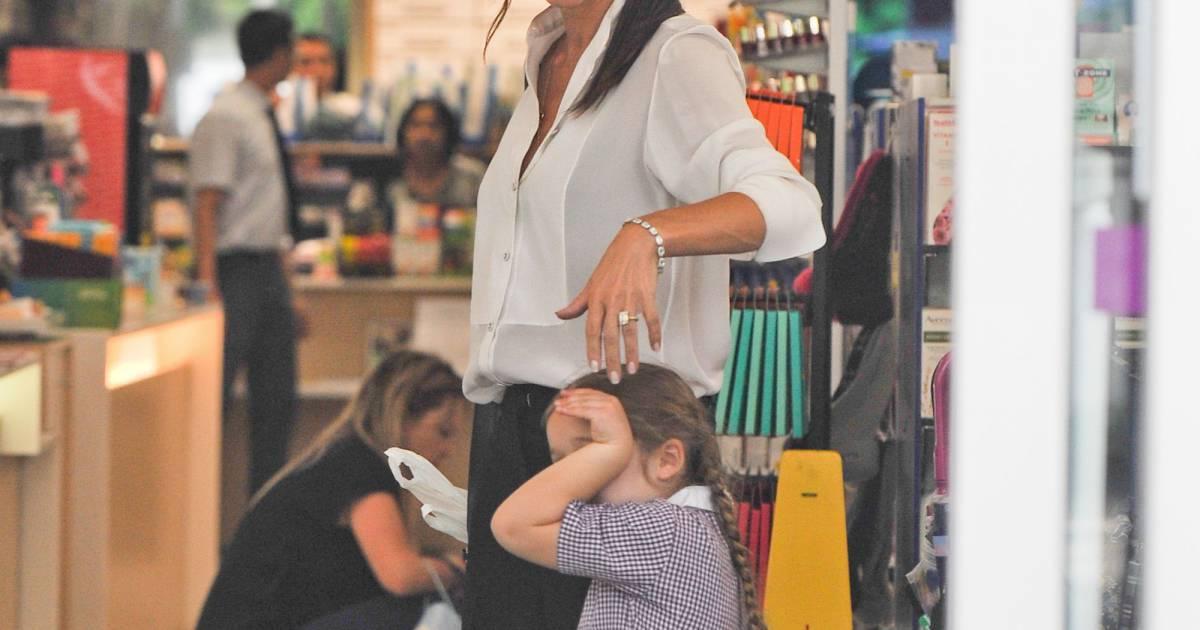 Exclusif victoria beckham fait du shopping avec sa fille harper beckham dan - Quartier londres shopping ...