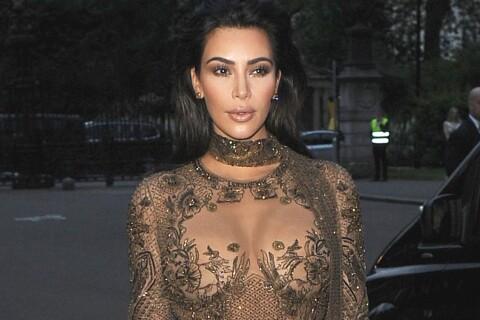 Kim Kardashian, moulée et tout en transparence face à Demi Moore et Kate Moss