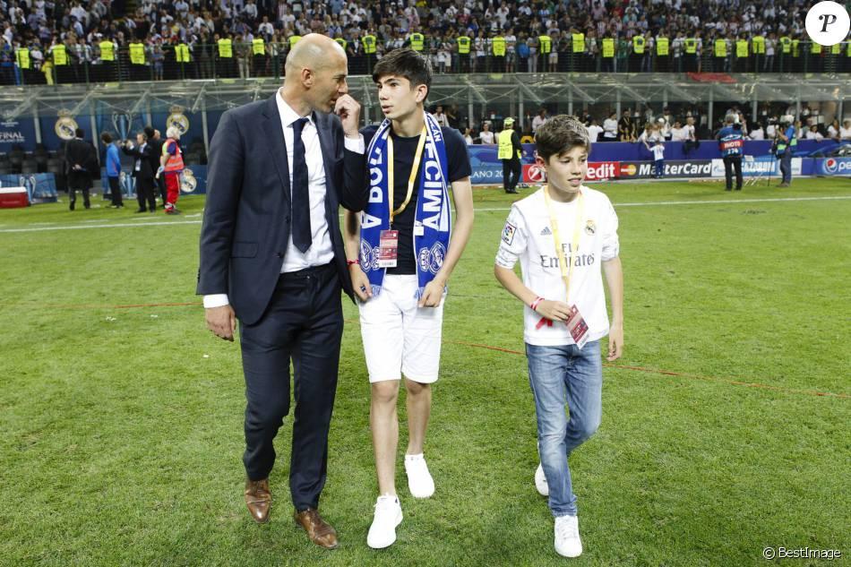 Zinédine Zidane avec ses enfants Elyaz et Théo - Le Real ...