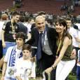 Le Real Madrid de Zinédine Zidane (entouré de sa famille) remporte la Ligue des champions aux tirs au buts face à l'Atlético de Madrid, (1-1 après prolongations, 5-3 aux t.a.b.) à Milan le 28 mai 2016.