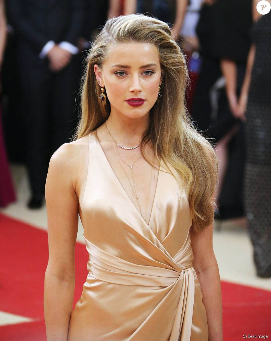 "Amber Heard - Soirée Costume Institute Benefit Gala 2016 (Met Ball) sur le thème de ""Manus x Machina"" au Metropolitan Museum of Art à New York, le 2 mai 2016."