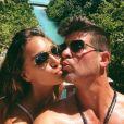 La bombe April Love Geary profite de ses vacances aux Maldives avec son amoureux, le chanteur Robin Thicke. Photo publiée sur Instagram, le 30 mai 2016.