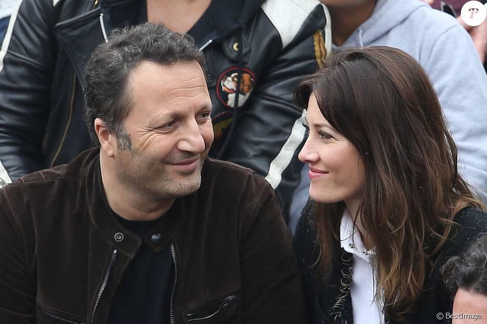 Arthur et sa compagne Mareva Galanter dans les tribunes de la finale hommes des internationaux de France de Roland-Garros à Paris le 5 juin 2016. ©Moreau-Jacovides / Bestimage