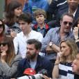 Clive Owen, Jean Dujardin et sa compagne Nathalie Pechalat, Clovis Cornillac et sa femme Lilou Fogli dans les tribunes de la finale homme des internationaux de France de Roland Garros à Paris le 5 juin 2016. © Moreau-Jacovides / Bestimage