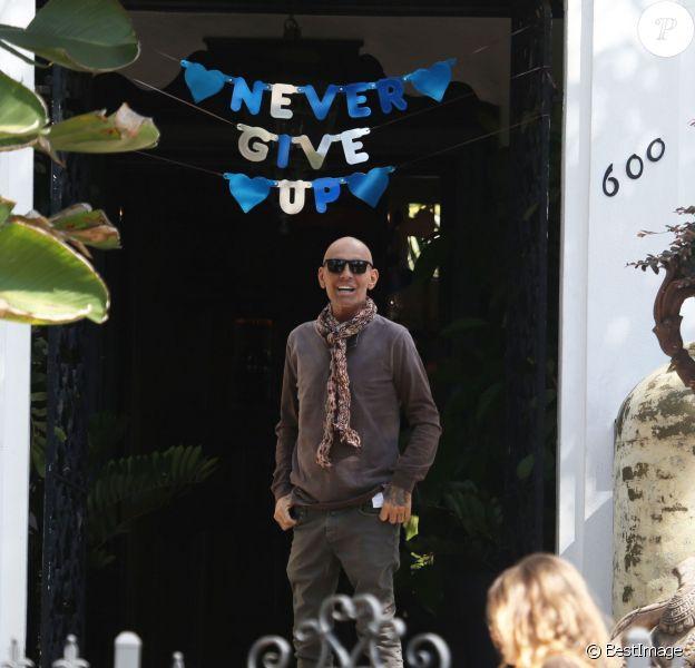 Exclusif - Christian Audigier, le styliste français made in Hollywood quitte l'hôpital Cedar Sinaï avec sa femme Nathalie Sorensen (épousé en février 2015) à Los Angeles le 6 avril 2015.