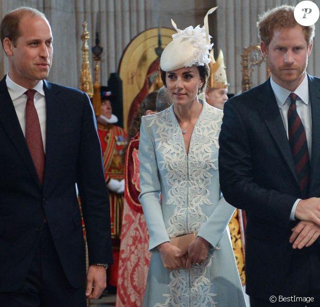 Le prince William, Kate Middleton, duchesse de Cambridge, et le prince Harry à la messe en la cathédrale Saint-Paul de Londres pour le 90e anniversaire de la reine Elizabeth II, le 10 juin 2016.