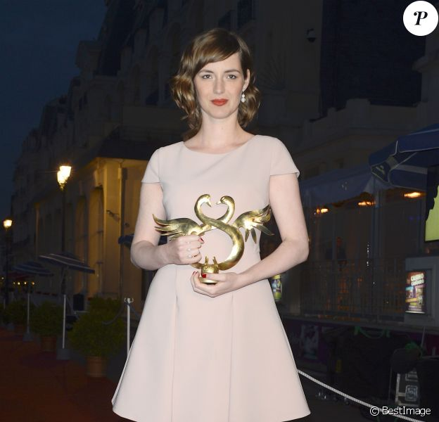 Louise Bourgoin (Prix Meilleure actrice) - Tapis rouge de la remise des prix du 30e Festival du Film de Cabourg. Le 11 juin 2016 © Coadic Guirec / Bestimage