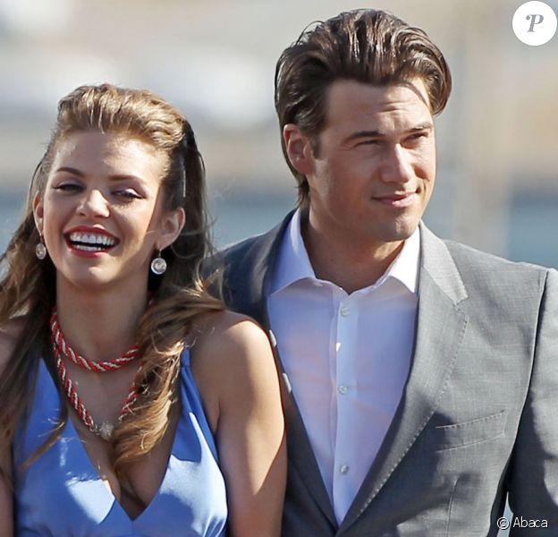 AnnaLynne McCord et Nick Zano sur le tournage de 90210 le 16 février 2012 à Los Angeles