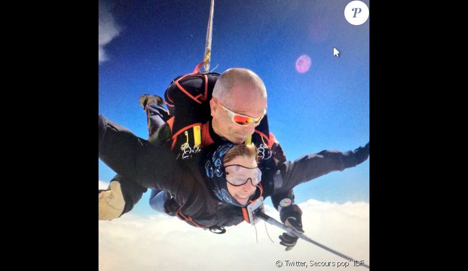 Valérie Trierweiler a sauté en parachute avec le Secours populaire, le 15 juin 2016