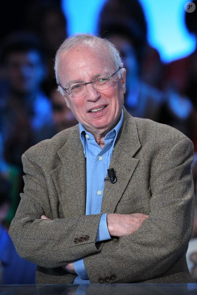Thierry Roland lors de l'enregistrement de l'émission Vendredi sur un plateau, le 11 novembre 2011