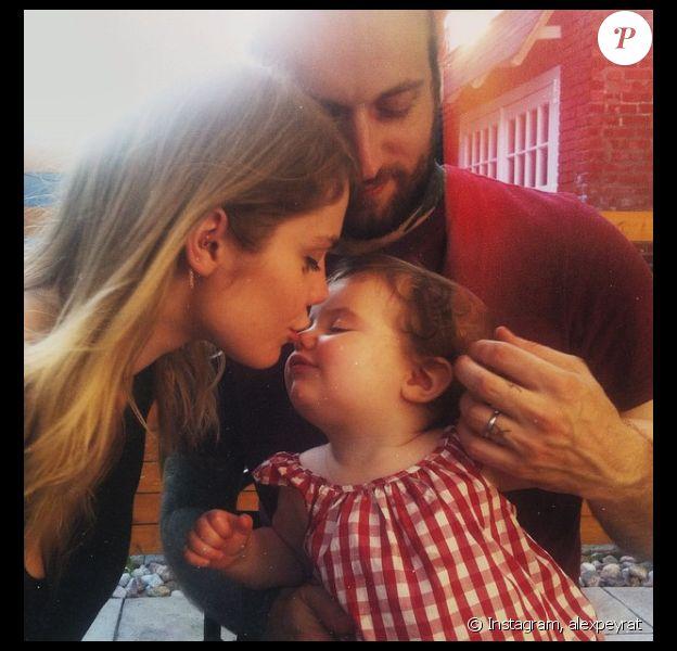 Beatrice Marin, son amoureux et leur fille Romy. Photo publiée sur le compte instagram de son mari, le tatouer Alex Peyrat.